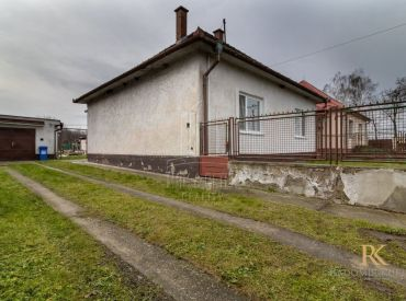 Rodinný domček s krásnym veľkým pozemkom v pokojnej dedinke Svätý Martin v Senci