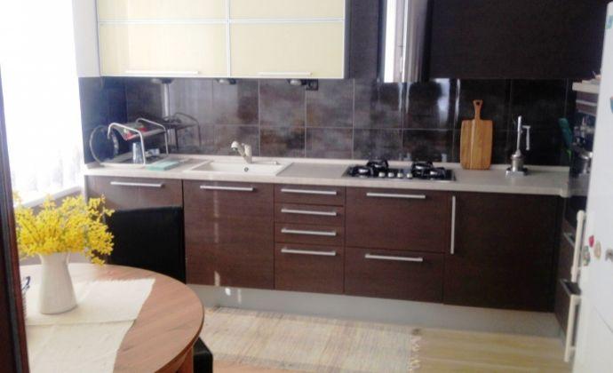 Predaj: priestranný 2 izbový, kompletne zrekonštruovaný byt v širšom centre, Sibírska ulica