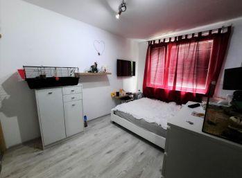 Predaj 3 izb. bytu so špajzou, v centre mesta, 68 m2, čiastočná rekonštrukcia, Gazdovský rad