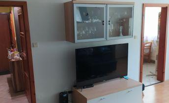 Priestranný 3 izbový byt na predaj v Nových Zámkoch.