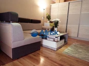 Pekný 2 izbový byt s balkónom pri stanici v Nových Zámkoch