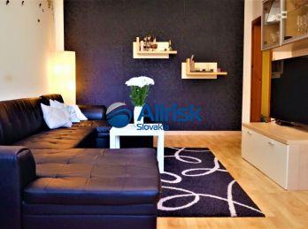 Veľký 3 izbový byt so šatníkom a špajzou v Nových Zámkoch
