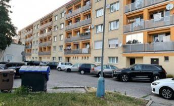 Predaj 2i byt v centre Zvolen s lóggiou