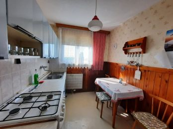 Predaj 4 izb. bytu so špajzou, v pôvodnom stave, blízko AS, 82 m2, Gazdovský rad