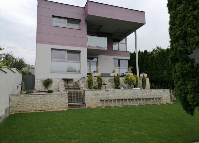 Rodinný dom - Michalovce - Fotografia 1