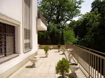 PROMINENT REAL predá 5 izbovú rodinnú vilu v prekrásnom zelenom prostredí pri Horskom parku.