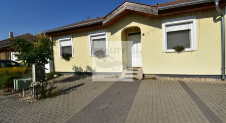 4 - izbový rodinný dom  80m2, pozemok 419 m2 obec  - Levél