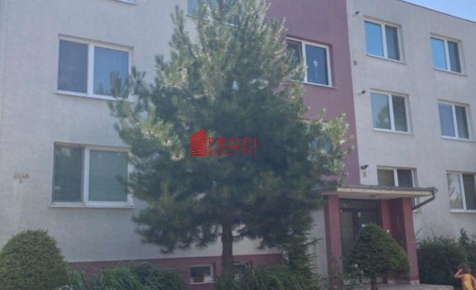 REZERVOVANÉ: Na predaj 2izbový byt v tichom prostredí v blízkosti centra