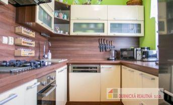 REZERVOVANÝ - Ponúkame na predaj kompletne zrekonštruovaný 4 - izbový byt v centre mesta Dubnica nad Váhom.