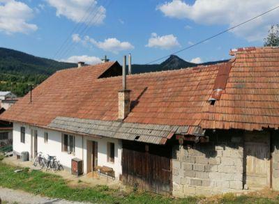 Ponúkame na predaj rodinný dom a záhradu v obci Omšenie.