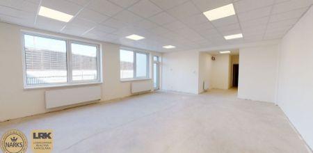 Ponúkame Vám na predaj komerčné a prevádzkové priestory na prízemí v polyfunkčnej budove na ul. Legionárska o výmere 63,38 m2.