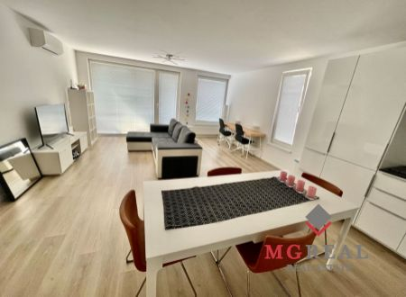 PRENÁJOM: zariadený 3i byt v novostavbe, balkón, garáž