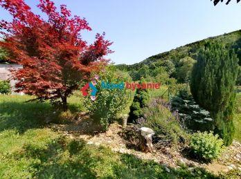 Uprostred záhrady! EXKLUZÍVNE na predaj pozemok vhodný na výstavbu RD v Hrubove (N155-14-MIMa)