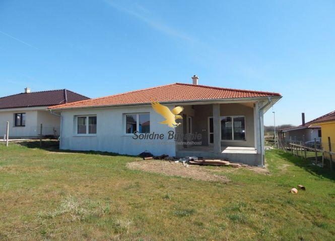 Rodinný dom - Bajč - Fotografia 1