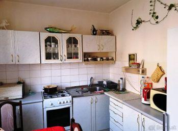 ADYHO - 2 -izbový byt 51 m2,  rekonštrukcia, CENTRUM mesta na pešo