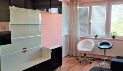 Predaj – 2 izbový byt s loggiou v tehlovom bytovom dome – Rajka. Top Ponuka. Exkluzívne!