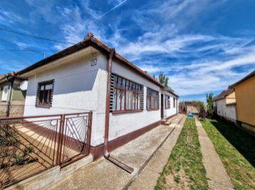 Exkluzívne predaj 4.izb rodinného domu v Čakajovciach s 9 ár pozemkom