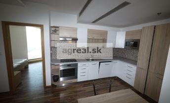 3-izbový zariadený apartmán s parkongom - Vienna Gate 17.p. - voľný od 1.9.2021
