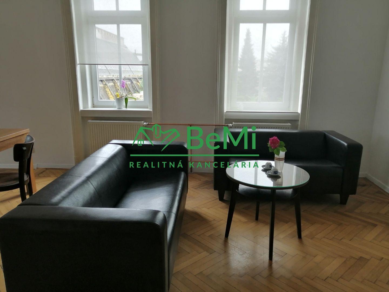 PONUKA: Prenájom priestranného 1-izb.bytu v centrum Žilina (031-221-MACHa)