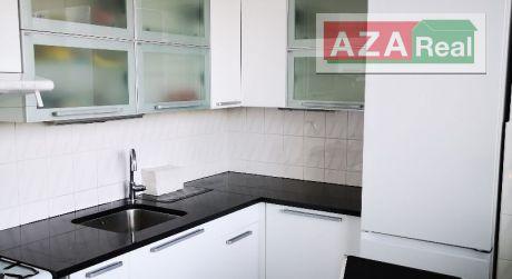 Útulný 3 izbový byt s presklenou lodžiou vo Vrakuni je na prenájom