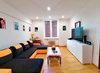 3D OBHLIADKA. Na PREDAJ veľký 2 a pol izbový byt v centre Humenného (N022-112-ALM)