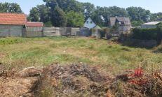 Ponúkam na predaj pozemok vo výmere 400m2 v Komárne časť nová Osada.