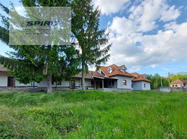 REZERVOVANÉ - Rodinný dom s veľkým pozemkom, jazerom a lesíkom - Obyce - Nitra