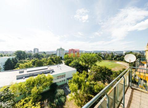 PREDANÝ - na predaj 2 izbový byt s úžasným výhľadom neďaleko jazera Štrkovec