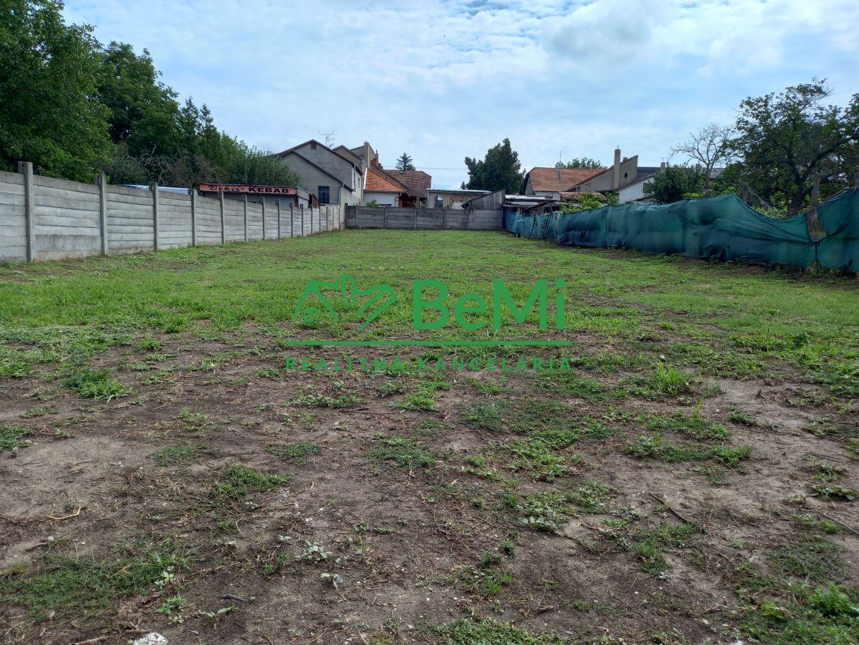 Pozemok pre RD-Predaj-Štúrovo-55 500 €