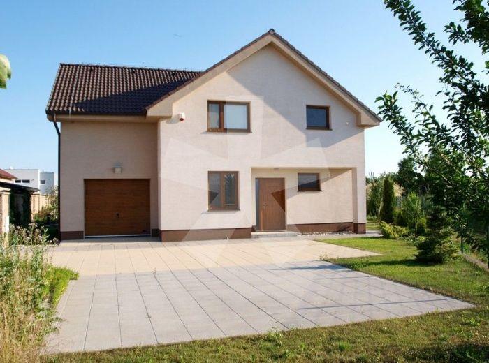 PREDANÉ - CH. GROB - LÚČNA, 6-i dom, 255 m2 - 5r. NOVOSTAVBA, čiastočne zariadená NÁBYTKOM NA MIERU, na priestrannom pozemku s parkovou úpravou