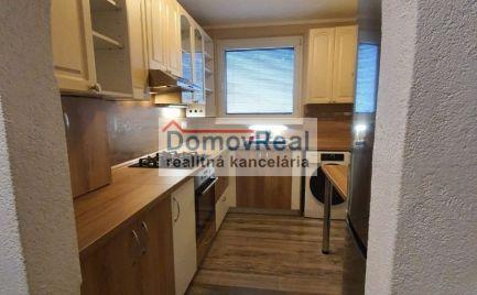 REZERVOVANÝ - Pekný 3 izbový byt na Hlavnej ulici v Šamoríne