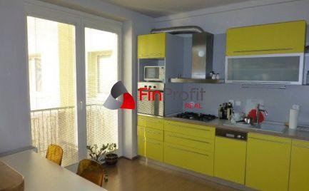 REZERVOVANÉ - Na predaj útulný, zrekonštruovaný 2i byt s lodžiou a balkónom v širšom centre mesta.
