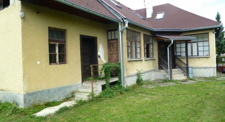 Na predaj rodinný dom v obci Lehôtka, pozemok 2500 m2...