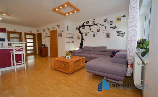 REZERVOVANÝ - Priestranný 3i byt, balkón, parkovacie miesto