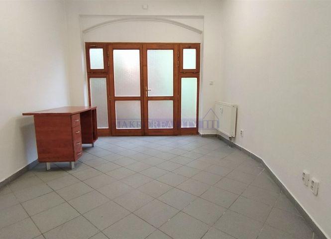 administratívna budova - Lučenec - Fotografia 1