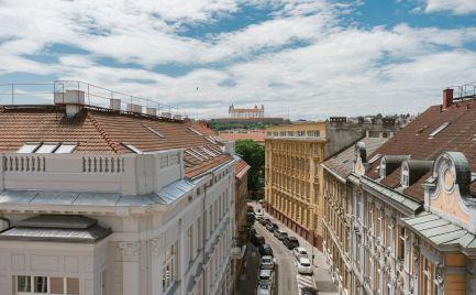 Ponúkame na predaj nový jednoizbový byt, dvojizbové byty a štvorizbový byt na Gunduličovej ulici v centre Starého mesta, v blízkosti Prezidentského paláca a Hodžovho námestia.