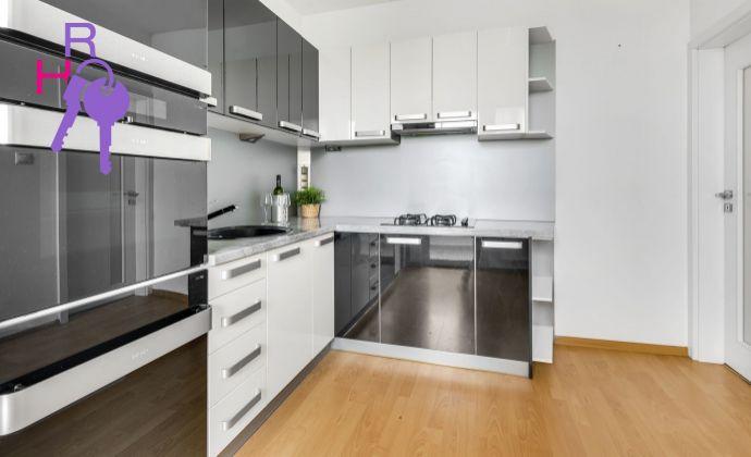 Krásny novo zrekonštruovaný 3i byt s loggiou na ulici Kpt.Rašu