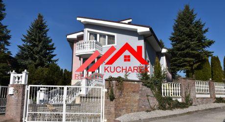 Kuchárek-real:EXKLUZÍVNE: Ponúka luxusný, nadčasový  rodinný dom-vilu v tichej lokalite Modra-Harmónia.