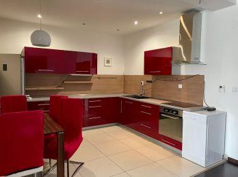 BA IV.Dlhé Diely - 2 izbový, veľký byt na Kresánkovej ulici