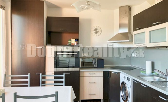 PRENÁJOM - 3 izbový byt 76 m2, čiastočne zariadený, kompletná rekonštrukcia, Sládkovičova