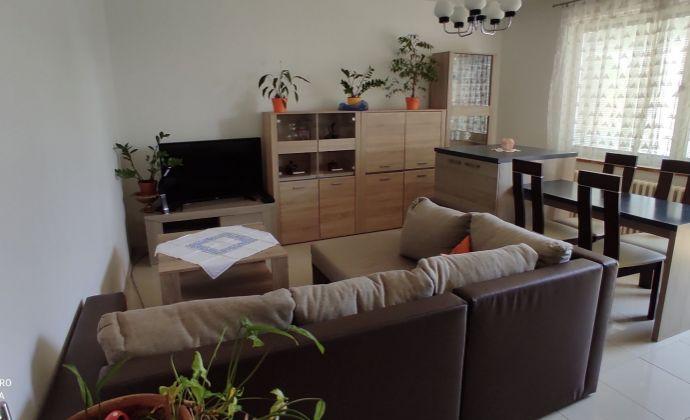 Priestranný poschodový rodinný dom na predaj v Nových Zámkoch.