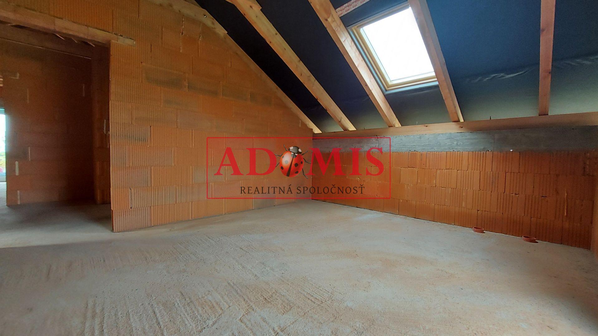 ADOMIS - Predám 5-izbová nadštandardná NOVOSTAVBA, Čaňa, jazero TAJVAN, iba 13km od mosta VSS, 2-podlažná, 3xkúpeľňa, 2xbalkón, pozemok 600m2, tichá l