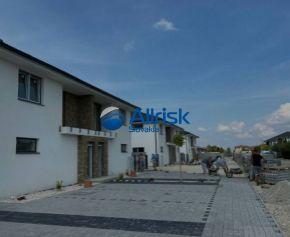3-izbový byt s vlastným parkovacím miestom, záhradkou a terasou - Dunajská Streda