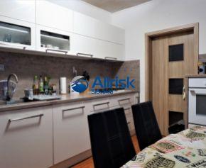 Veľmi pekný 3 izbový byt kompletne zrekonštruovaný a zariadený v Nitre časť Čermáň