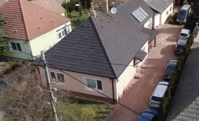 2 rodinné domy, garáž 90m2 na predaj v Šoporni