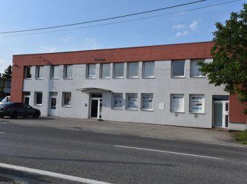 Predáme zrekonštruovanú budovu s pozemkom o rozlohe  9907 m2