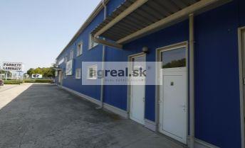 Skladový priestor - priestor na showroom 530 m2 v montovanej hale s parkingom, Dvojkrížna ulica, možnosť kancelárií a paletových miest