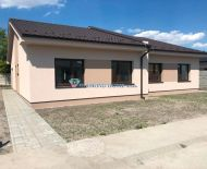 DIAMOND HOME s.r.o. Vám ponúka na predaj kvalitne postavený 3izbový rodinný dom /dvojdom/ neďaleko od Dunajskej Stredy v obci Horná Potôň!