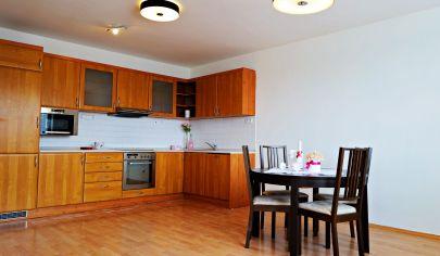 Na predaj priestranný 3-izbový byt v Bratislave - Karlova Ves,  Kresánkova ul.