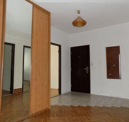 STARBROKERS - Predaj 4 izb. bytu s lodžiou vo vyhľadávanom type 4 posch. bytového domu, Petržalka - Háje, Romanova ul.